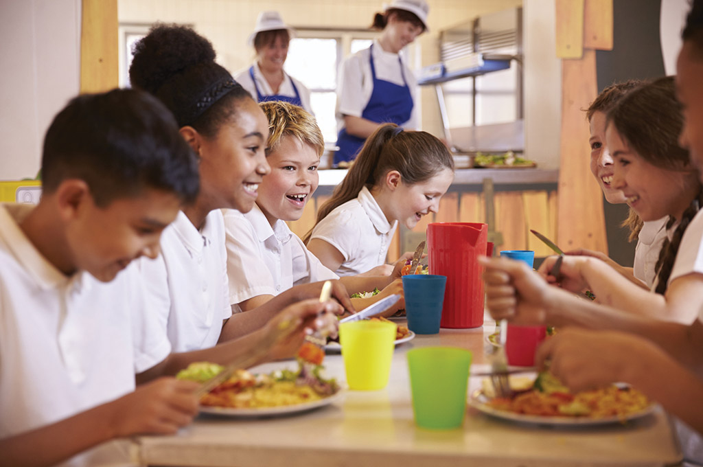 healthy eating in school Healthy students, healthy schools: revised guidance for implementing the massachusetts school nutrition standards for competitive foods and beverages.
