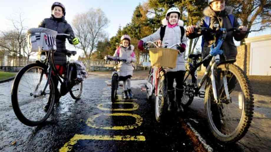 Parents have safety concerns over children walking or cycling to school, poll shows